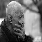 El abuelo despacio muere.