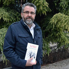 Entrevista al profesor y poeta, Paco Beltrán, autor del poemario 'Al abrigo del frío' (Nazarí)